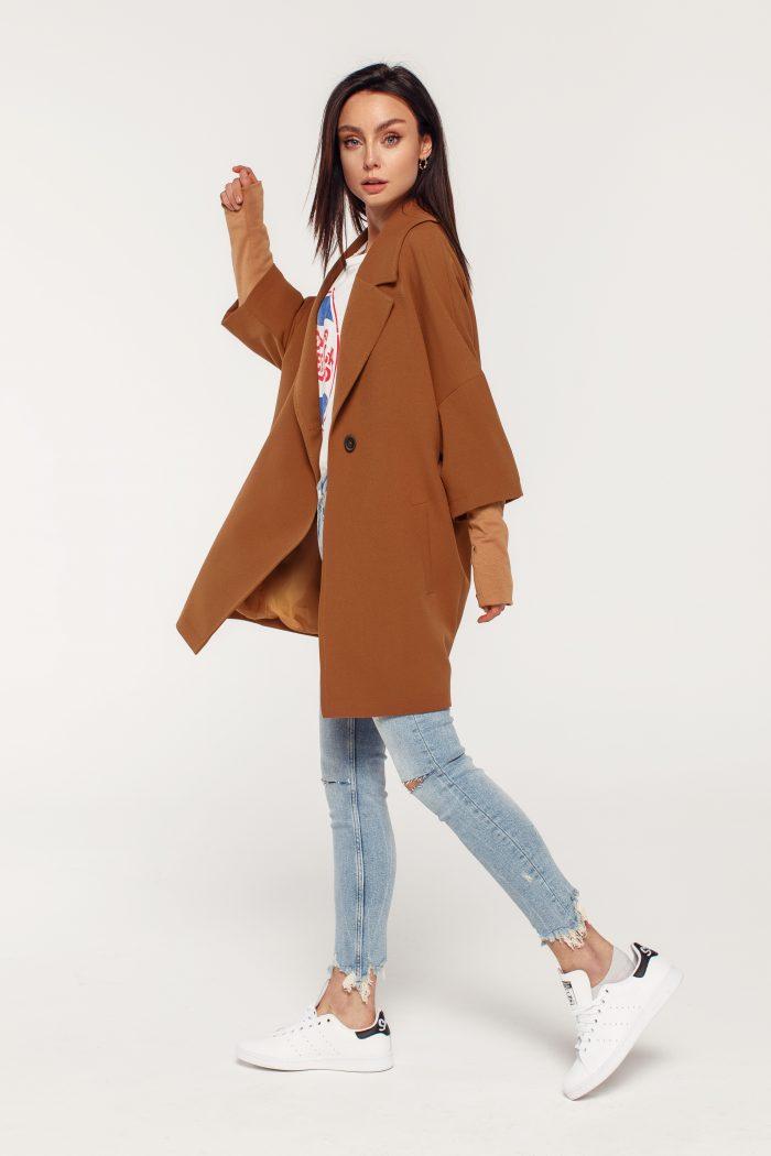 kamelowy płaszcz wiosenny