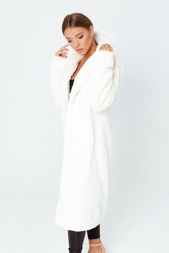 Wysublimowany, elegancki długi długi płaszcz futrzany od SMOKEFURS cechuje się doskonałą jakością oraz dbałością o każdy detal. Produkt PREMIUM