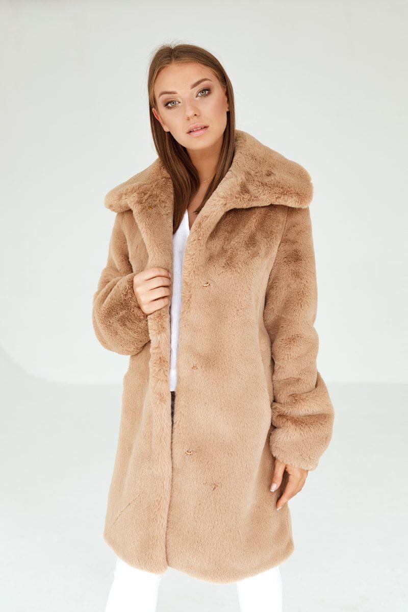 Kamelowy Futerkowy Płaszcz z Klasycznym Dużym Kołnierzem