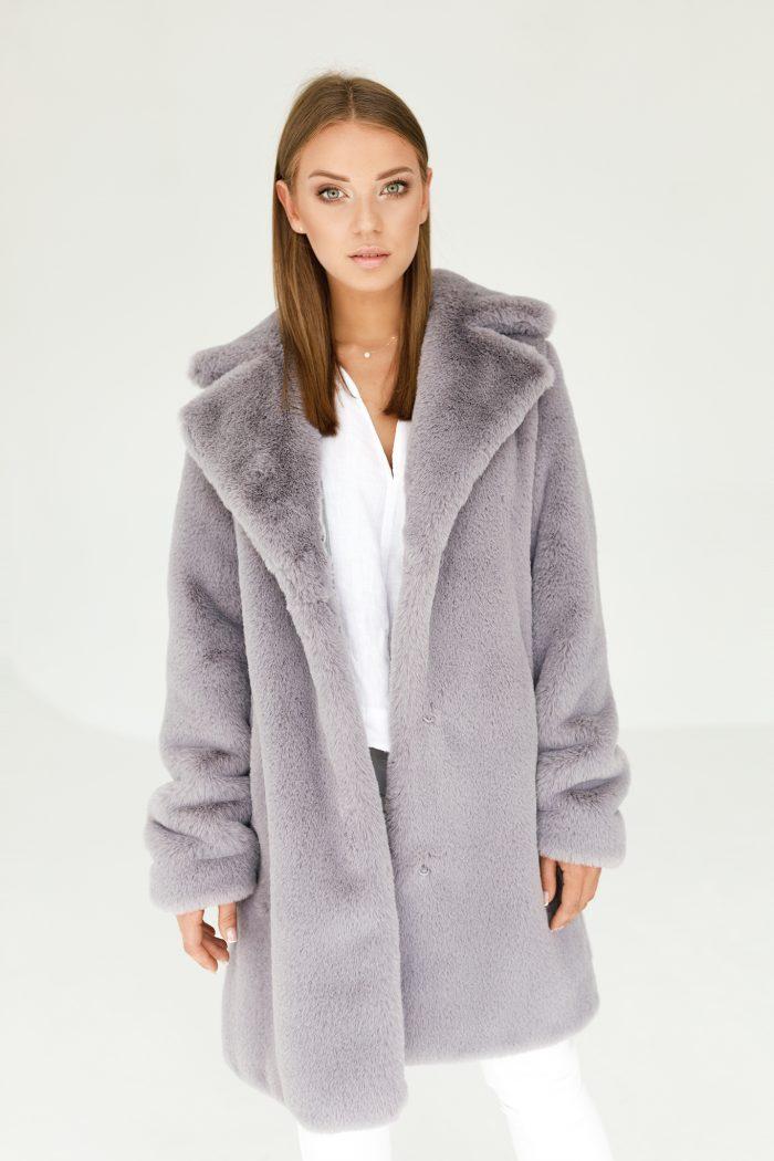 Płaszcz ze Sztucznego Futra od SMOKEFURS to gwarancja najwyższej jakości.