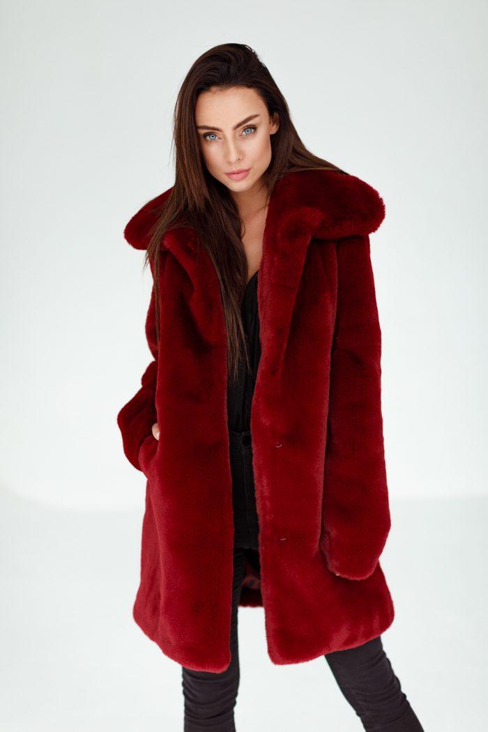 Płaszcz Futrzany od SMOKEFURS to gwarancja dobrego stylu w najwyższej jakości.