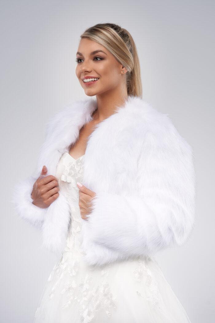 śnieżnobiałe futerko ślubne bolerko ze sztucznego futra białe
