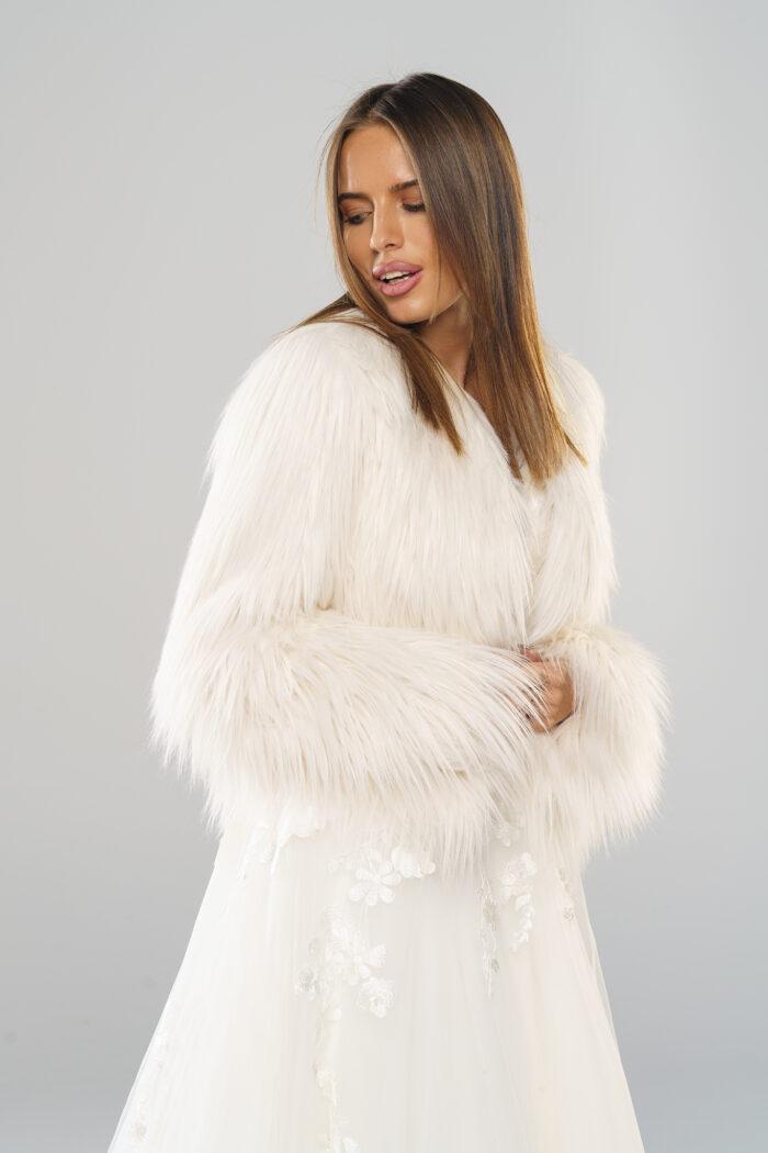 Najnowsza kolekcja zimowych futerek ślubnych już w Smoke Furs