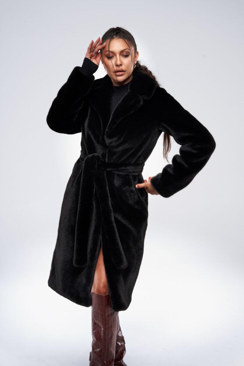 Czarny długi płaszcz z paskiem ze sztucznego futra