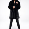 Czarny płaszcz oversize ze sztucznego futra