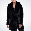 Czarny płaszcz dyplomatka z paskiem ze sztucznego futra