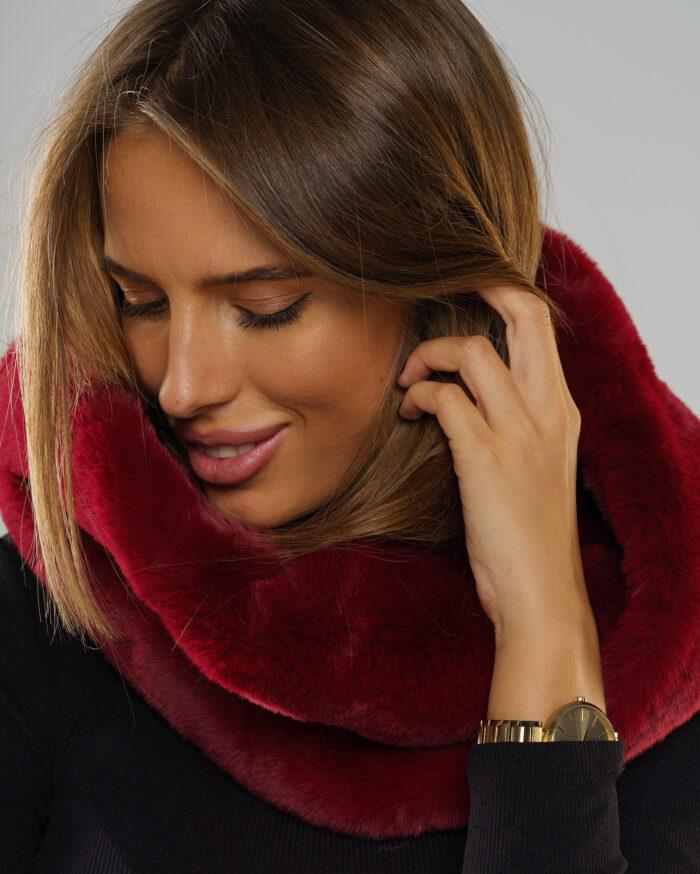 Szeroka gama kolorystyczna futrzanych szalików tylko na Smoke Furs
