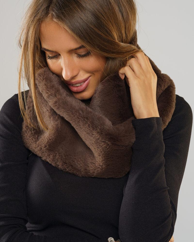 komin futrzany szalik ze sztucznego futra w kolorze brązowym