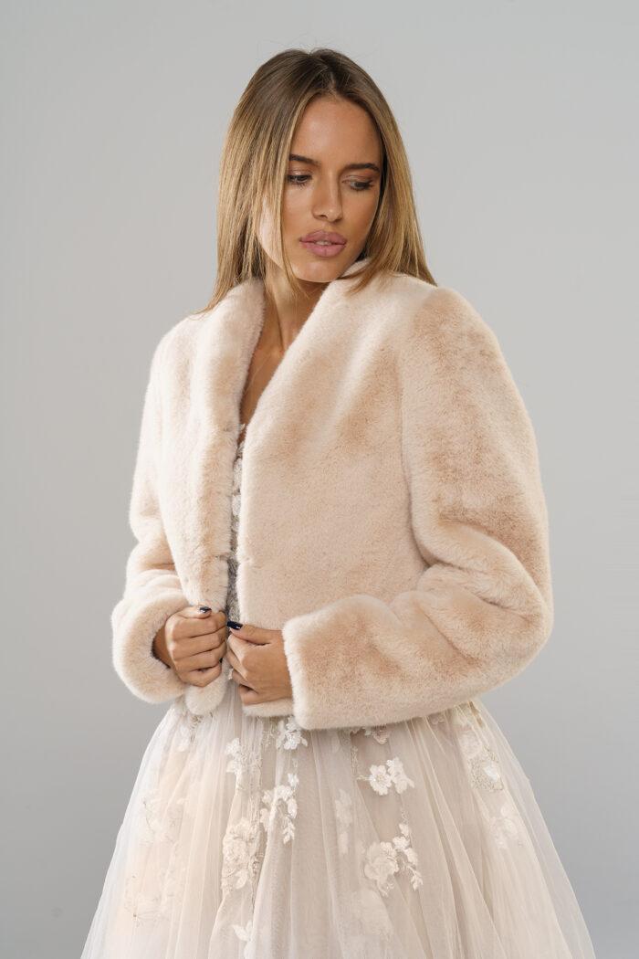 Kolekcja najnowszych zimowych ślubnych futerek w Smoke Furs