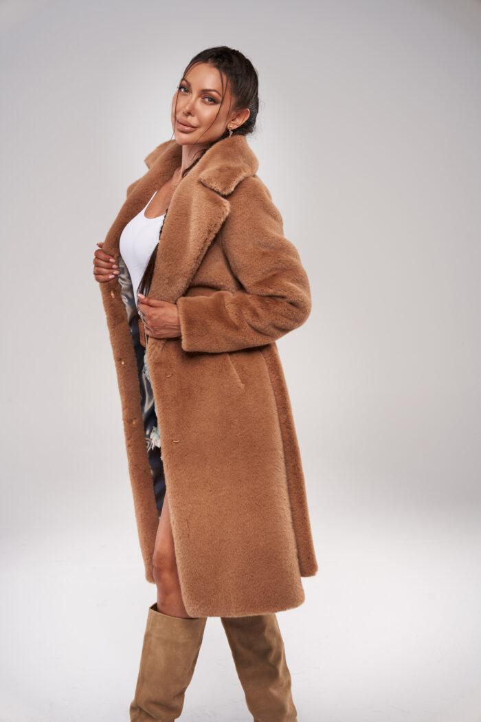 Kamelowy Długi Płaszcz Futrzany z Paskiem Dyplomatka